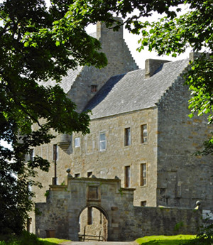 This outlander tour includes visiting the Courtyard of Lallybroch where Jamie was flogged